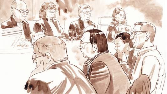Van links naar rechts: Officier van Justitie Mr. A. van Veen, advocaat Mr. Frank van Ardenne, Geerlof Kanis, voorzitter van Sterevenementen, voorzitter van de rechtbank Bert Stoove, Mr. Rob Oude Breuil, advocaat Mario D., en verdachte Mario D.
