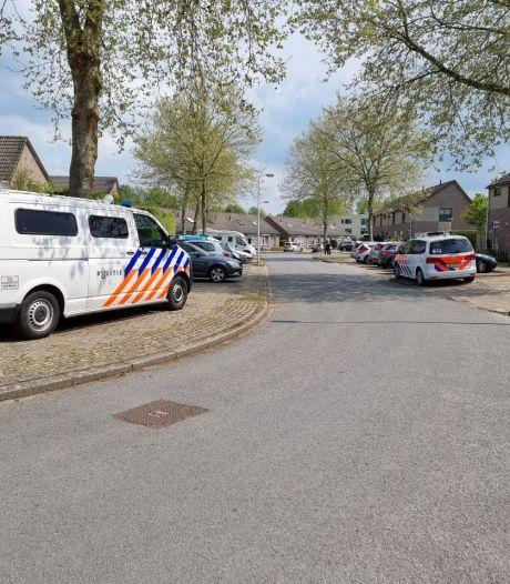 Heftige beelden: arrestatieteam overmeestert met schroevendraaier zwaaiende man in Hengelo