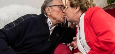 Jaren vlogen voorbij voor Twents echtpaar Louis en Gretha Hillen: 'Soms flink 'moster'n', dan ben je zo 65 jaar getrouwd'