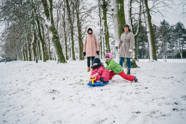 Sneeuwpret in het Domein Claeys-Bouüaert in Mariakerke bij Gent.
