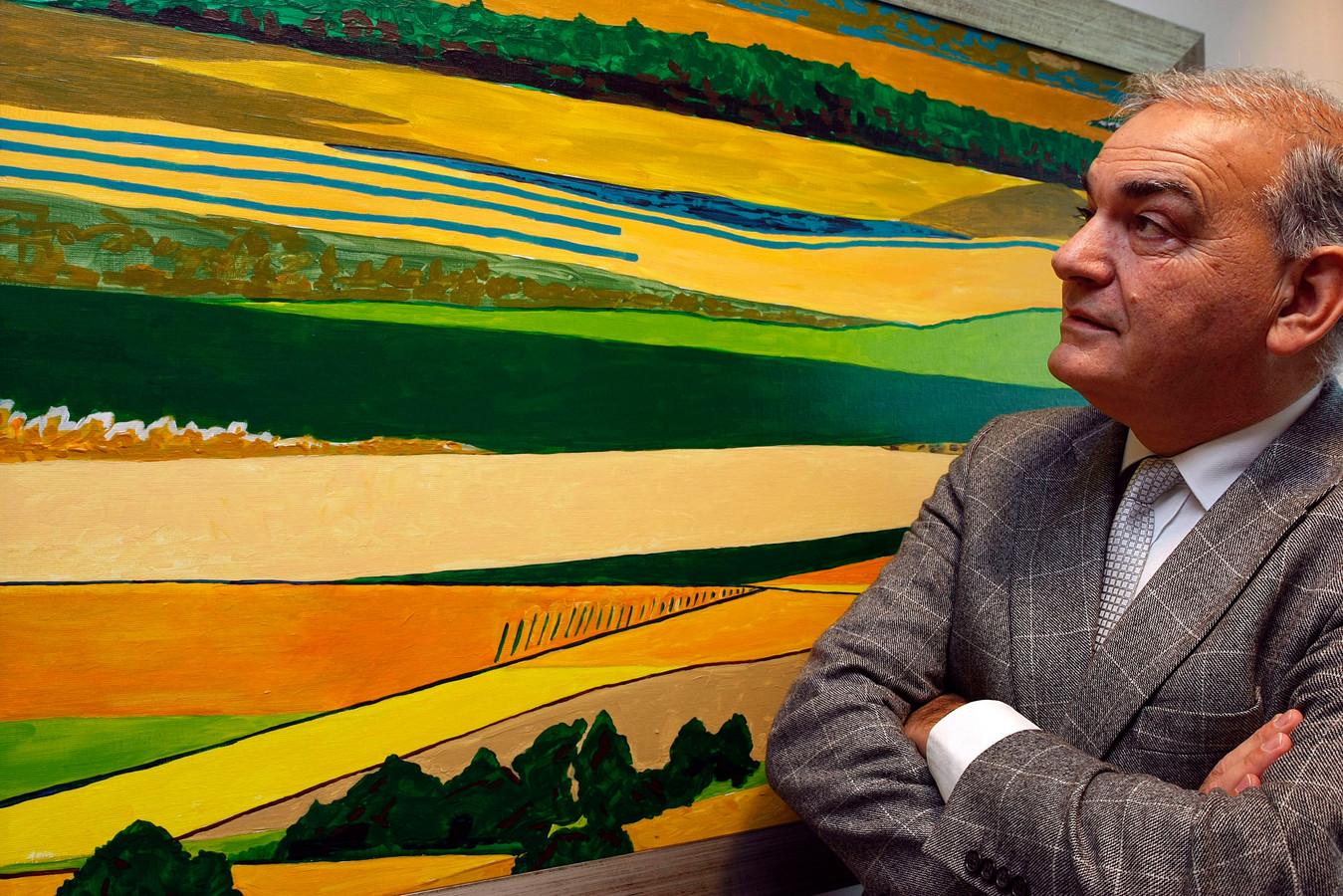 In de Dalfser werkkamer van burgemeester Leo Elfers hangen in 2008 drie eigen schilderijen met de titel 'Mallorca'. Eén van zijn dochters woont op Mallorca.