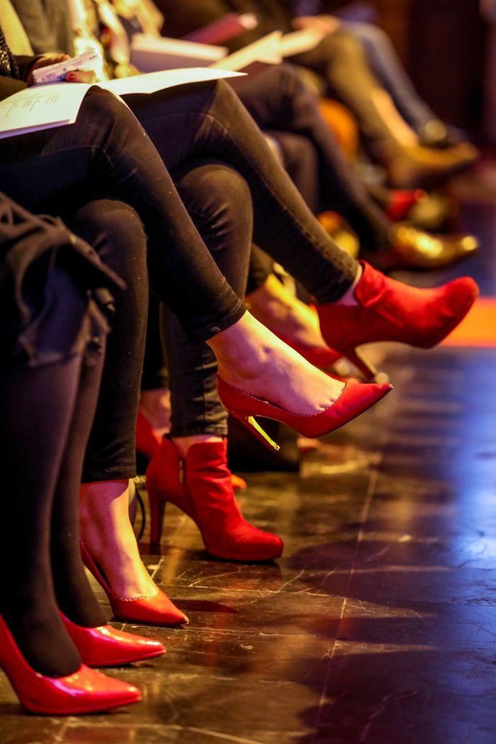 De werknemers van Jobfixers droegen voor de gelegenheid rode schoenen, een verwijzing naar de kleur van het bedrijf.