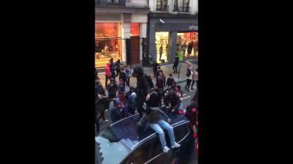 """Bestuurster die tijdens rellen in Brussel werd belaagd: """"Ik zag pure haat in hun ogen"""""""