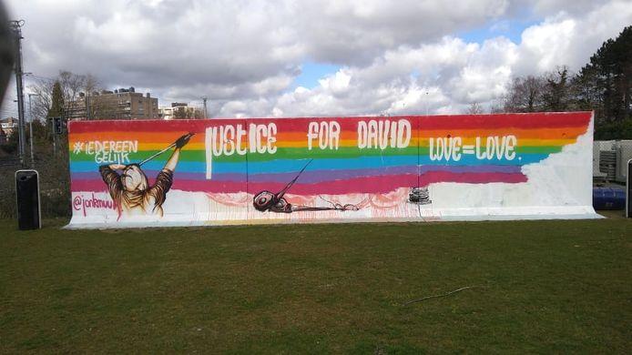 Jolly-jonk.-Ellegeest schilderde een duidelijk statement op de legale graffitimuur op de Roeselaarse Trax-site.