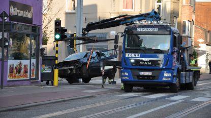 Chauffeur (27) die rood licht negeerde in Ledeberg, reed zonder geldig rijbewijs
