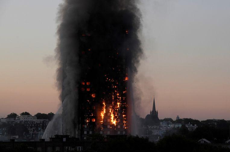 De Grenfell toren in de Londense wijk Kensington brandde af in juni 2017.  Beeld Reuters, Toby Melville