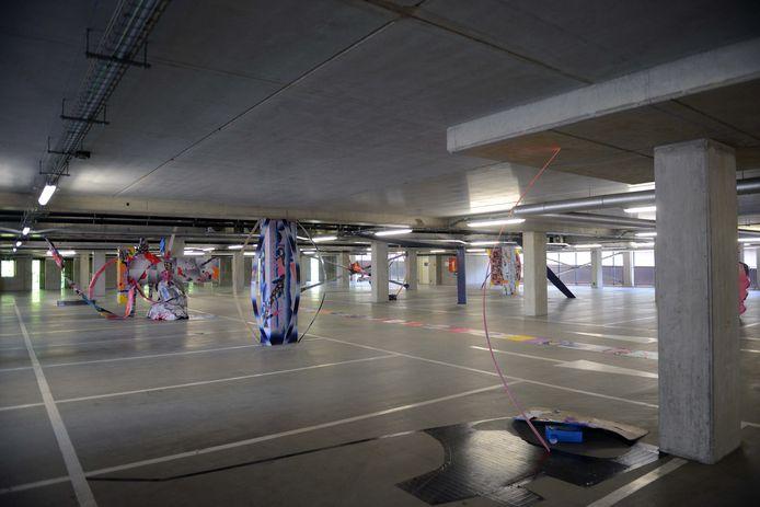 Experimentele kunstroute in Leuven. De leegstaande parking aan de Vaartkom vormt het decor voor één van de kunstwerken.