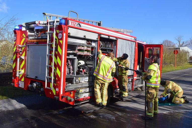 De brandweer kreeg het vuur snel onder controle en kon kort nadien hun materiaal weer opbergen.