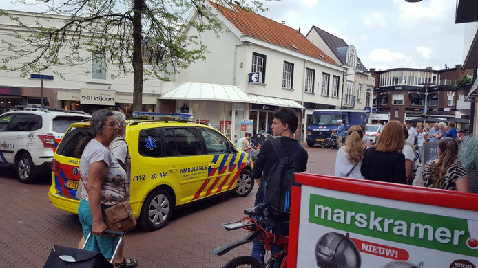 Commotie na de overval bij de Etosvestiging in Oosterhout.