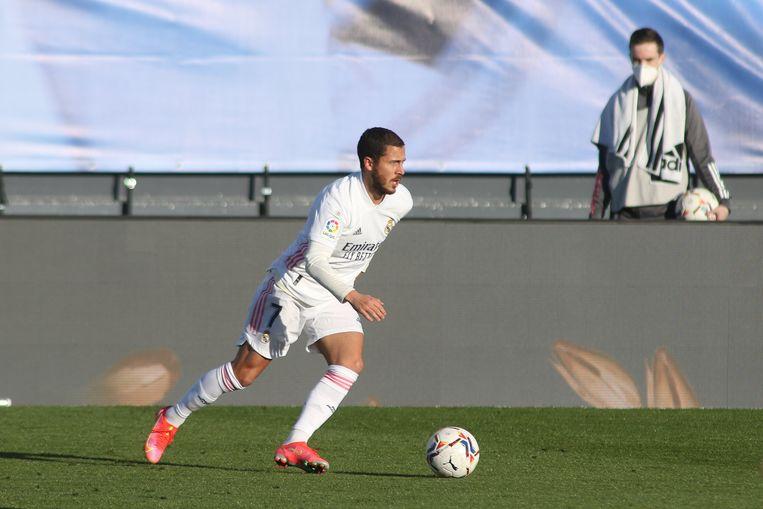 Eden Hazard in actie tegen Elche. Beeld Photo News