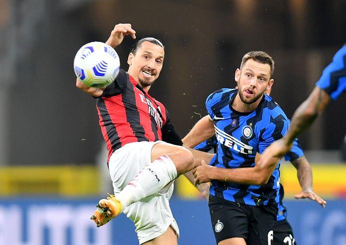 Zlatan Ibrahimovic en Stefan de Vrij staan dinsdagavond weer tegenover elkaar in San Siro.