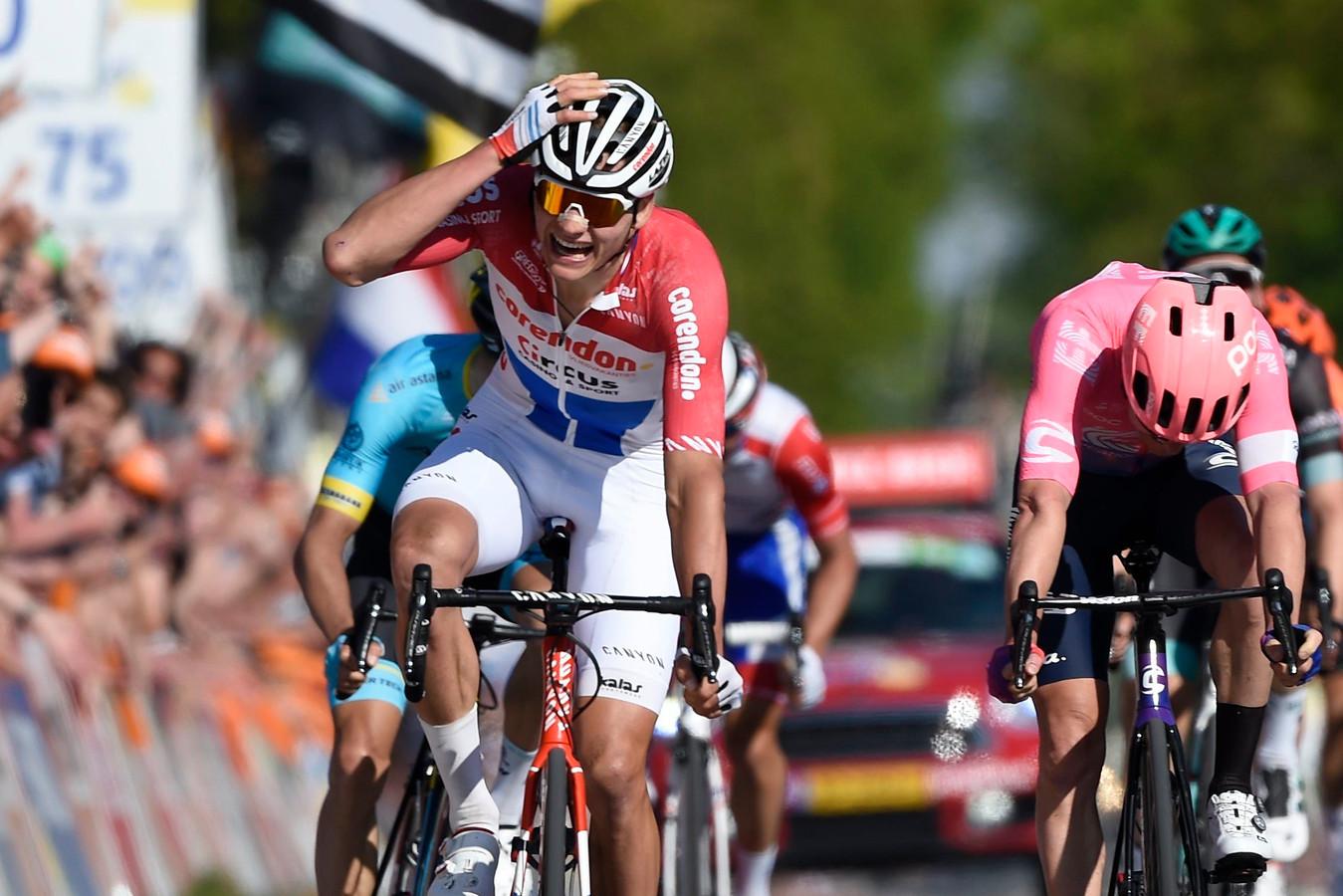 Mathieu van der Poel won de laatste editie van de Amstel Gold Race na een prangende finale.