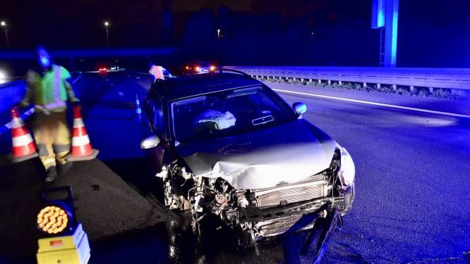 Automobilist gewond na crash op E403, andere bestuurder sleurt wiel tientallen meters mee