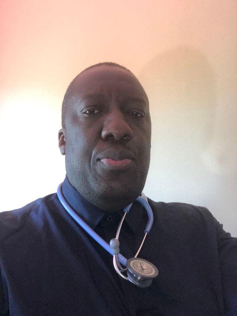 Ngola: 'Ik woon nu in een flat in Quebec en mijn dochtertje begrijpt niet waarom we nog altijd binnenblijven: 'We zijn toch genezen, papa?' Ze heeft gelijk, maar ik durf niet meer naar buiten.' Beeld RV