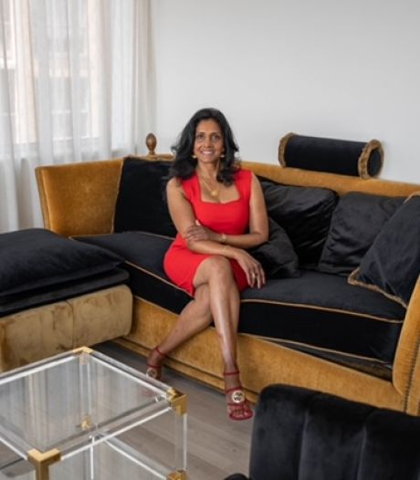 Nazima (53) gooit niets weg, maar repareert alles: 'Ik draag mijn moeders kleding met trots'