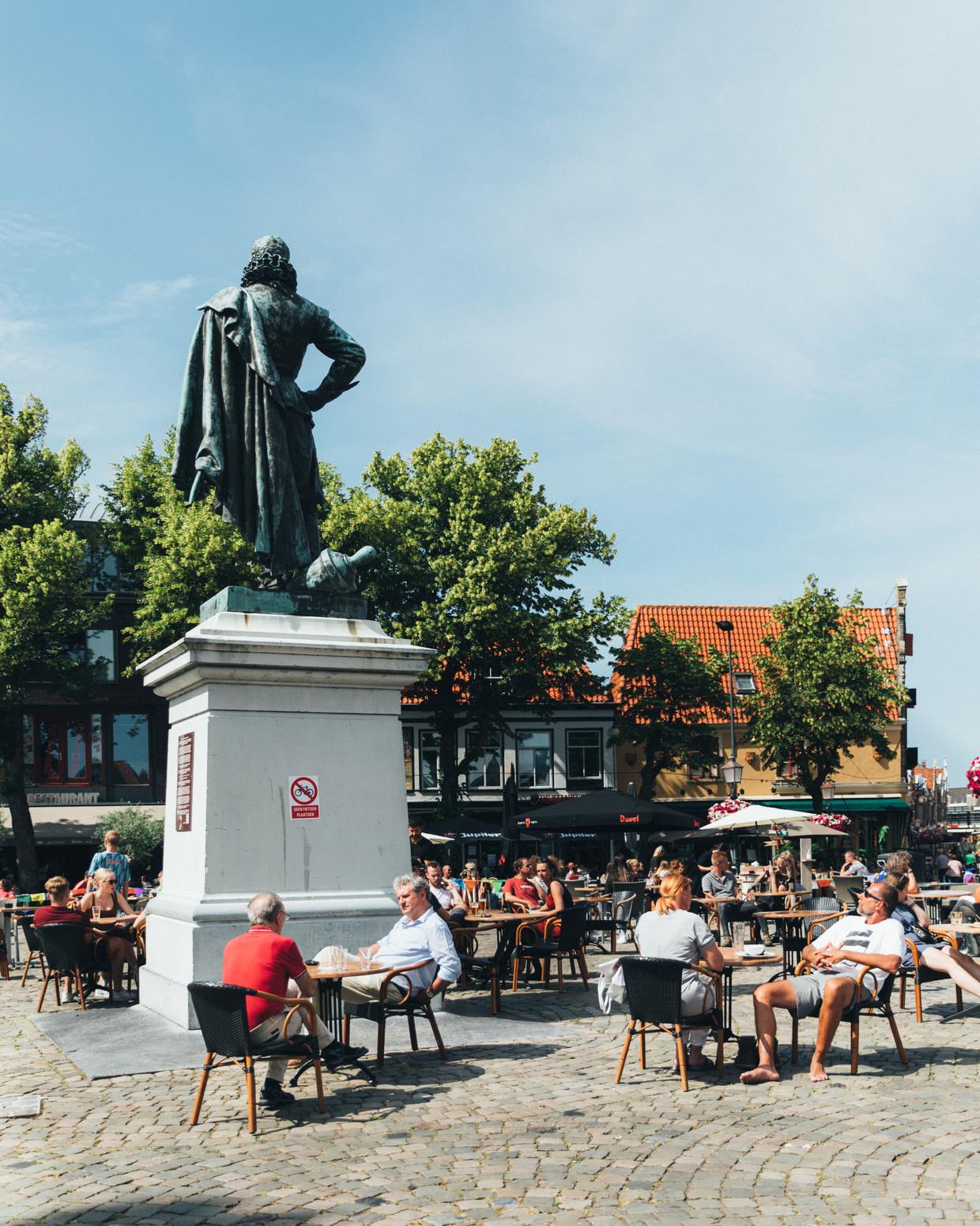 Jan Pieterszoon Coen staat sinds ruim 130 jaar op de Roode Steen in Hoorn.