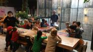 Patrick Van Caeckenbergh en DvM-kleuters laten 'Sinte Merten Op Ne Stok' herleven