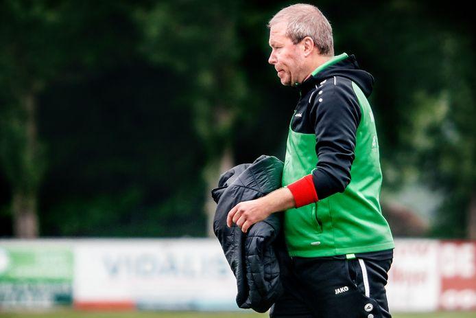 Gunther De Smet trainde clubs als Eendracht Aalter, Sparta Ursel en VK Adegem en volgt het provinciaal voetbal op de voet. Hij vindt dat FC Destelbergen de te kloppen ploeg wordt.