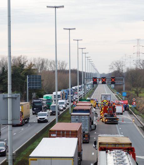 E313 weer open ter hoogte van Geel-Oost na dodelijk ongeval: omleiding via Brussel blijft aangeraden