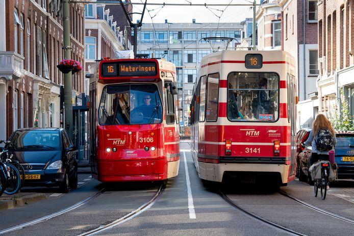 Het is met de huidige smalle trams vaak al passen en meten in de krappe Zoutmanstraat.