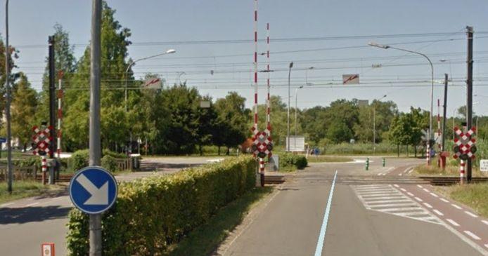 De overweg aan de Belgiëlaan in Herentals wordt de komende dagen onder handen genomen