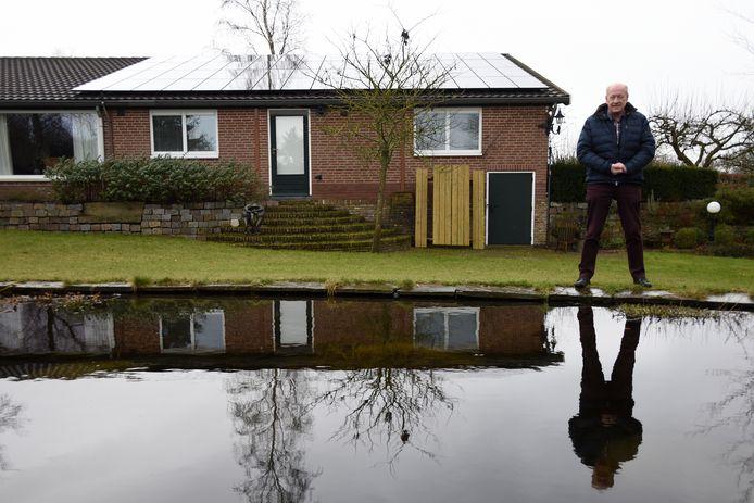 Rinus Zebregts voor een huis met zonnepanelen in de gemeente Heusden.