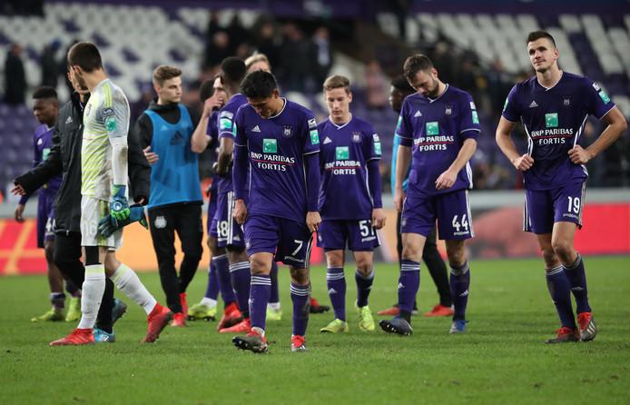 De teleurstelling druipt van de gezichten van de Anderlecht-spelers.