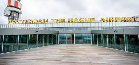 Computerstoring treft Rotterdams vliegveld: reizigers moeten lang wachten