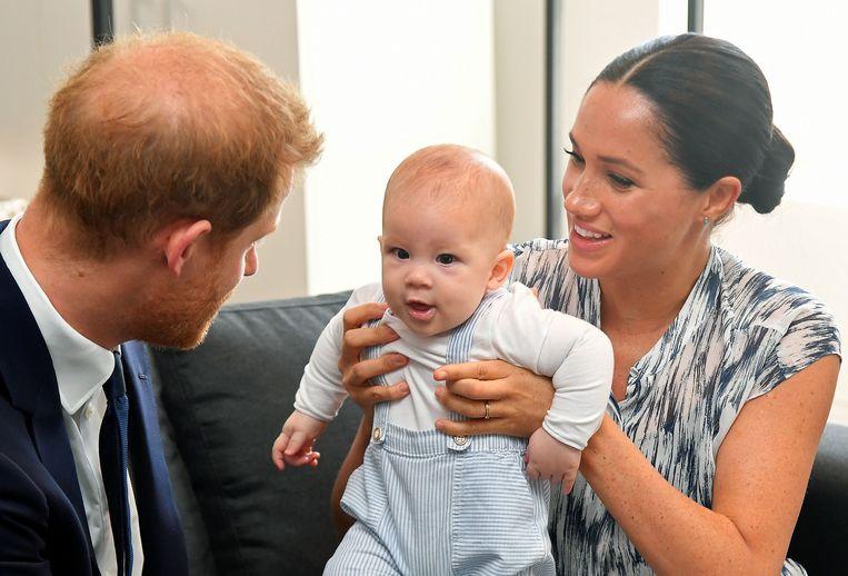 Harry en Meghan met zoon Archie. Beeld BrunoPress/PA Images