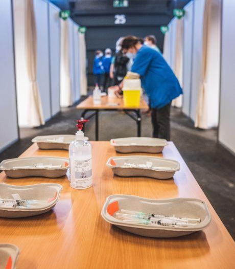 """""""Aan dit tempo kunnen we eind juni 18- en 19-jarigen uitnodigen"""": Gent krijgt recordlevering van 41.000 vaccins"""