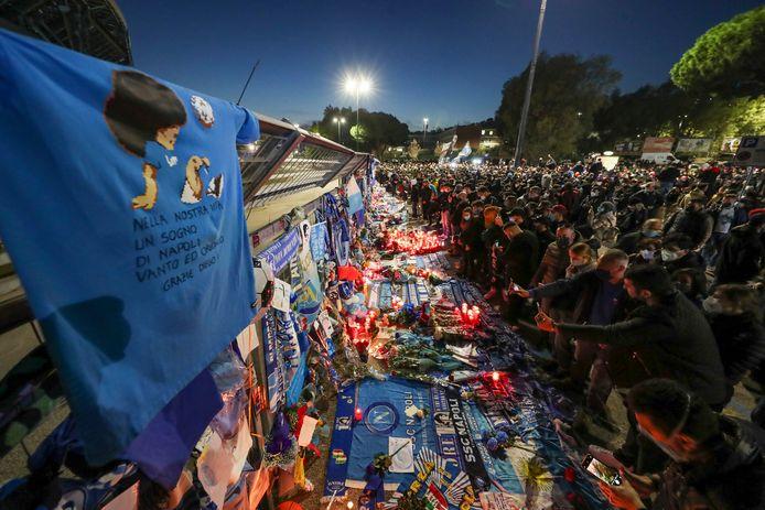Supporters eren Maradona.