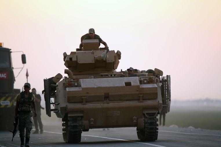 Turkse troepen trekken Syrië binnen. Beeld EPA