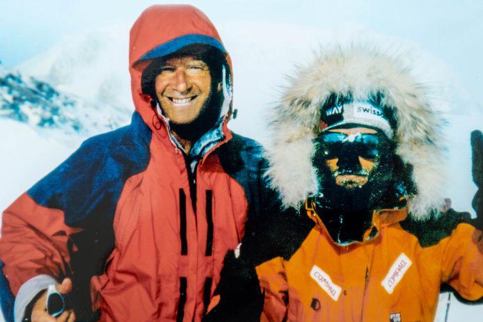 TISSELT Willy Troch en Dixie Dansercoer samen op de top van de Mount Vinson.
