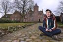 Ludwig Volbeda studeerde illustratie aan de kunstacademie St. Joost in Breda. Normaal woont en werkt hij in Amsterdam. Nu is hij artist in residence bij de Norbertinessen van het  klooster Sint-Catharinadal in Oosterhout.