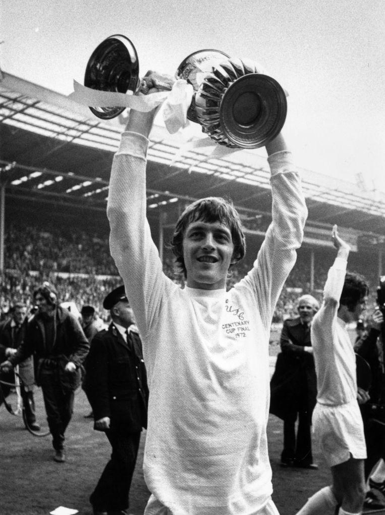 Allan Clarke in 1972, met de FA Cup op Wembley. Beeld Getty Images