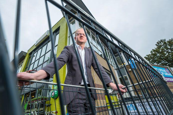 Plus-bedrijfsleider Juriën de Ruiter is er wel klaar mee. Hij wil zijn meegenomen winkelwagentjes terug. Om het geld, maar ook om de veiligheid van zijn klanten.