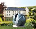 Tot eind september kan je rond het kasteel beeldhouwwerken van Anne Curry bewonderen.