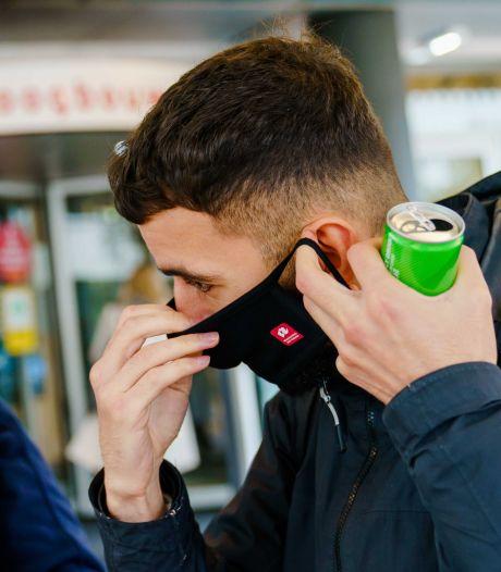 Arme Rotterdammers krijgen gratis wasbare mondkapjes