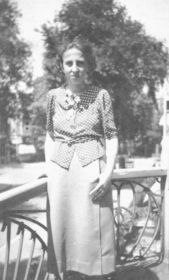 Bep (Elizabeth) Ligtenstein, ca. 1935. Ze woonde aan de Stijn Buysstraat in Nijmegen en werd opgepakt bij de razzia van 17 en 18 november 1942. Ze stierf in Auschwitz, 24 jaar oud, op 31 januari 1943.