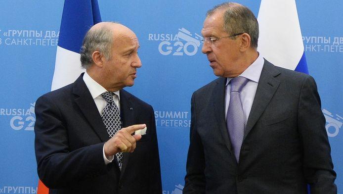Le ministre français des Affaires étrangères Laurent Fabius et son homologue russe Sergueï Lavrov