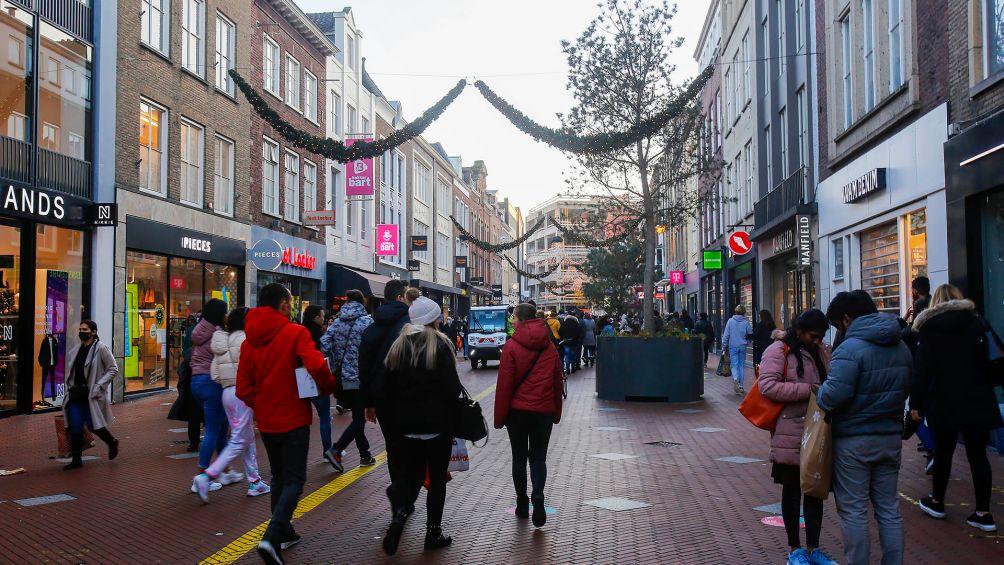 Drukte Eindhoven loopt uit de hand: winkels vanaf 16.00 uur dicht. Ook te druk bij meubelplein Ekkersrijt