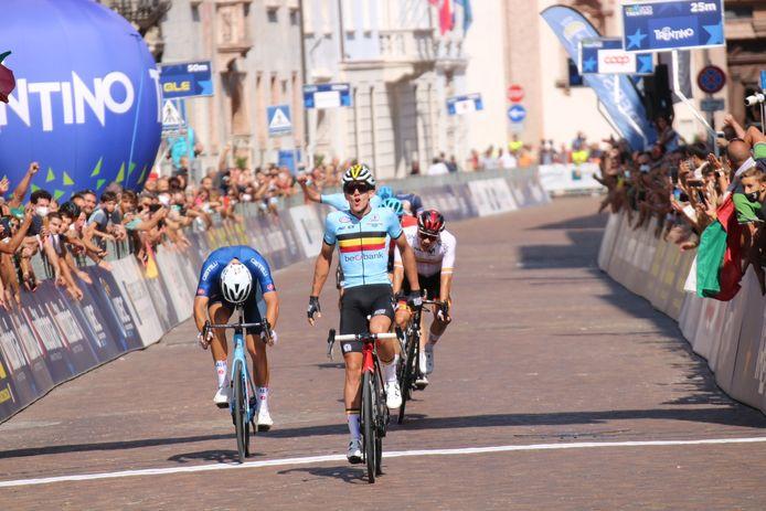 Thibau Nys kroonde zich in de sprint tot Europees kampioen bij de beloften.