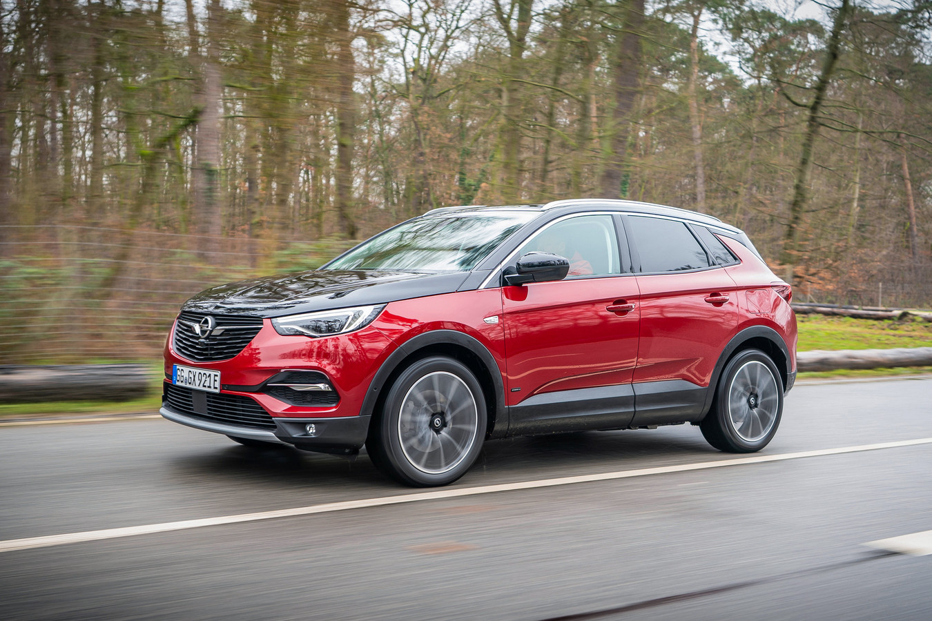 De nieuwe Opel Grandland X Hybrid4 is fluisterstil én razendsnel.