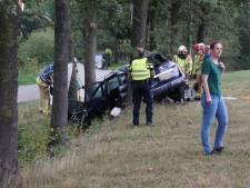 Auto met gezin botst tegen boom bij Groenlo, alle inzittenden naar ziekenhuis