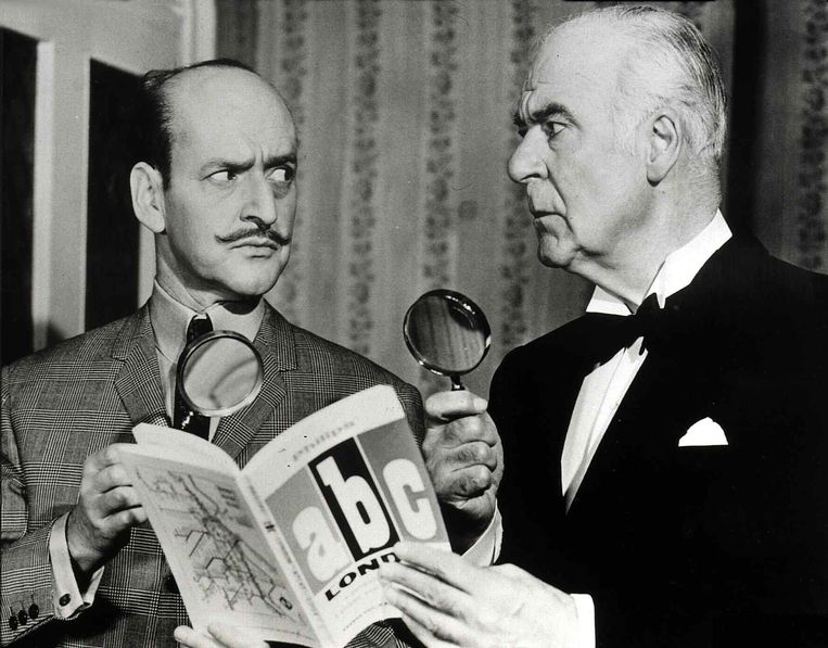 Acteurs Tony Randall en Austin Trevor in The Alphabet Murders. Beeld Film Publicity Archive / United Archives