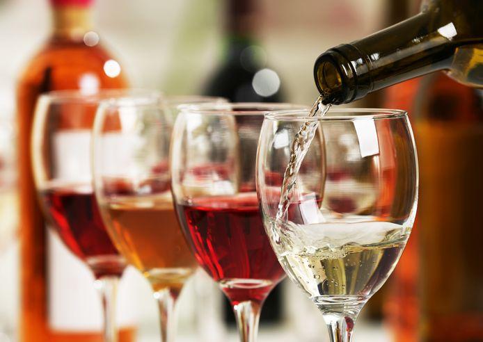 De vrouw gaf in de zitting schoorvoetend toe dat ze inderdaad meer dan drie glazen wijn had gedronken. (archiefbeeld als illustratie)