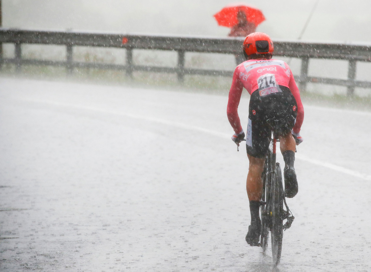 Conti in de stromende regen.