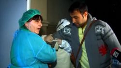 Patiënt ontsnapt uit quarantaine en geeft bizar interview aan aanwezige pers