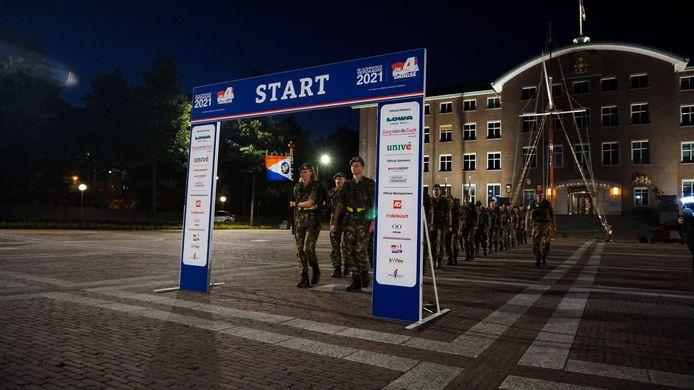 Start van de Alternatieve Vierdaagse in Rotterdam.