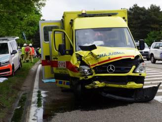 Na 90 ongevallen in vijf jaar tijd: ambulanciersunie pleit voor verplichte praktische opleiding prioritair rijden